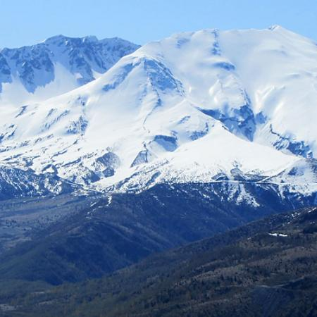 mount st helens covered in snow